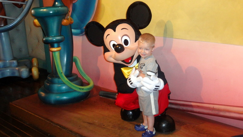 """Mickey Mouse"" ""Disneyland"""