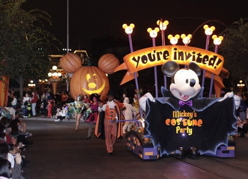"""Disneyland"" ""Disney California Adventure"" ""Halloween"" ""Mickey's Halloween Party"" ""Halloween at Disneyland"""