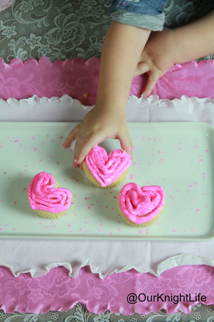 """""""Heart Shaped Cupcakes"""" """"How to Make Heart Cupcakes"""" """"Valentines Day Cupcakes"""" """"Valentines Day"""" """"Cupcakes"""""""