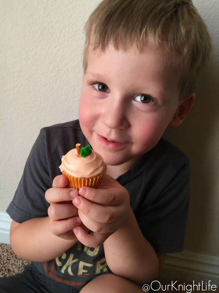 Mini Pumpkin Cupcakes - Pillsbury Funfetti Baking Mix & Frosting